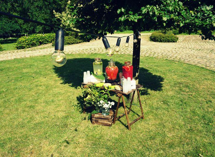 Kącik z lemoniadą na wesele plenerowe #wedding #decoration #lemonade #weddingidea