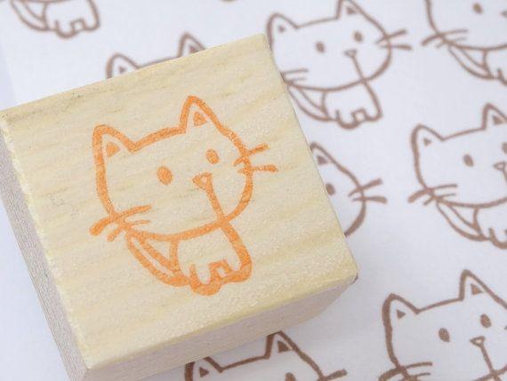 Dies ist eine niedliche kleine Katze-Stempel. Hand geschnitzt mit Holzgriff handgefertigte Stempel. * Ich benutze braune Tinte für Holzgriff statt orange Tinte.   Niedliche kleine Kätzchen Stempel ist für viele Situation. Sie können für anwesend-Tag, Meldung, die Karte, mit Brief, Karte, wodurch Schrott buchen oder Packpapier.   Stempel Größe: über 1.7cm(0.67) * Ich habe mein Logo auf dem Holzgriff.     Haben Sie Animal Abschnitt überprüfen?…