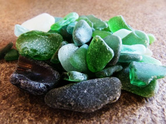 Beach glass  french riviera  green glass  white glass di RobeRetro