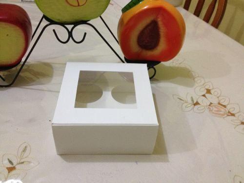Caja para 4 cupcakes  Elaboradas en Cartulina Sulfatada de  y acetato transparente para que se luzca tu producto  Paquete de 12 cajas en $105.00 más gasto de envió.  Medidas 16.00 cm de ancho, 16.00 cm de largo por 8.00 cm de alto.  Tiempo de entrega de 4 a 6 días (12 pza).  Las cajas se entregan desplegadas, muy fácil de armar, no necesita pegamento.  Envío por MercadoEnvío (HDL), a toda la República Mexicana.   Favor de realizar despejar todas sus dudas en la secció
