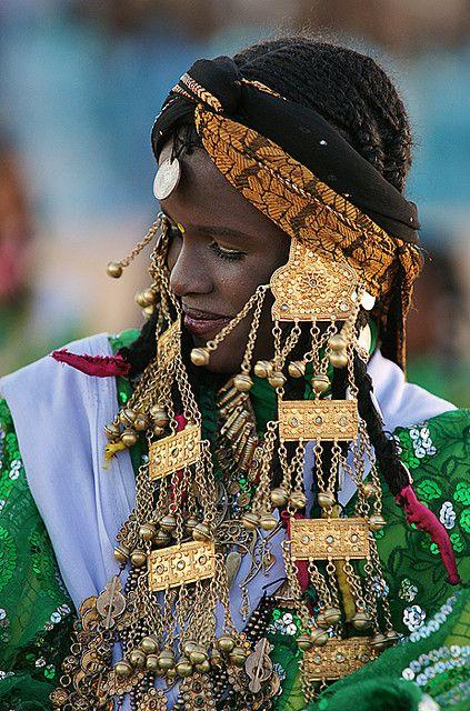 Жена в традиционното облекло от Либия:
