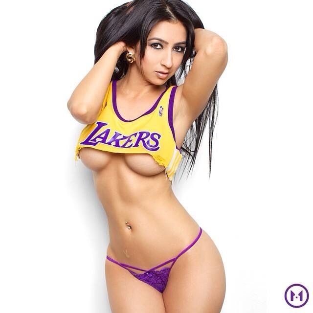 Asian lady courtside lakers the