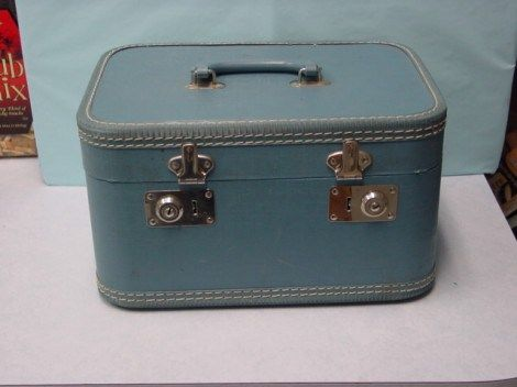 How to paint an old suitcase