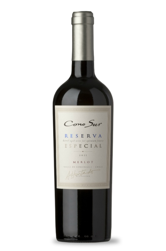 Our Reserva Merlot is an excellent option for all sorts of cold cuts, game, duck, turkey, chicken and light cheeses. Also, different types of risottos are a great choice for this variety, along with homemade cooking.
