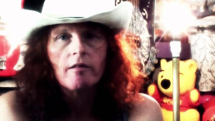 Two weeks from today BENT by Teri Louise Kelly will be published! In Teri Louise Outspoken, an extended video interview released in 2012, she talks about her life as a poet and writer in Australia.