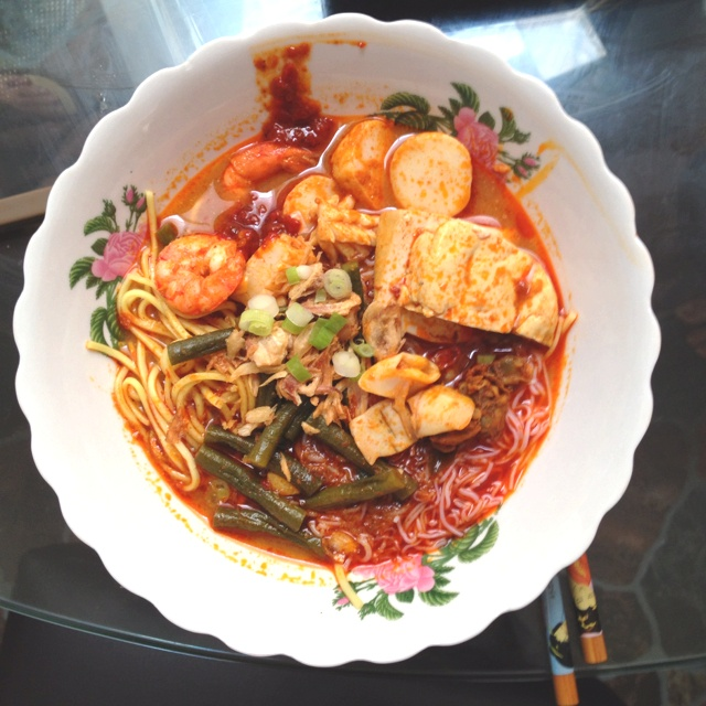 Thanks to Calvin, home cooked curry mee, fusion of #indonesian and #malaysian taste. #food #friends #weekend