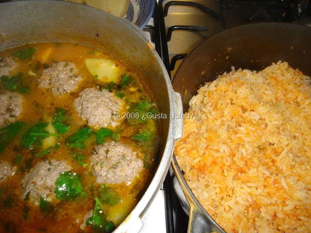 ALBONDIGAS Y ARROZ Comida mexicana [ MexicanConnexionForTile.com ] #food #Talavera #handmade