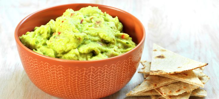 Guacamole | 1 stk modne avokado | 3⁄4 ss limesaft | 1⁄2 båt hvitløk , revet | 1⁄4 stk finhakket rød chili | 1 ss finhakket frisk koriander | 1⁄8 ts pepper