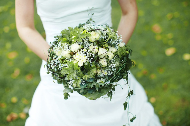 Brautstrauß in grün und weiß - flowers green white bouquet wedding ...