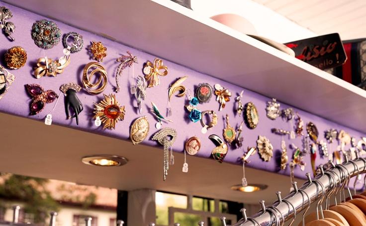 The Vintage Shop _ Broches fantásticos de concentrada belleza.