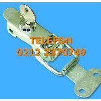ANAHTARLI GERME KİLİT GERDİREREK KİLİTLEME YAPAN SAÇ KİLİT 0212 2370749 Gererek çekme ihtiyacı olan; Jeneratör kabini kapağı, telefon santrali dolabı kapakları, araç motor kaputu, saç saklama dolabı kapağı benzeri saç kasalı kabinlerde kullanılan bu gerdirme kilidi üzerindeki anahtarı vasıtasıyla emniyet için kilitlenebilmektedir. 0212 2370749