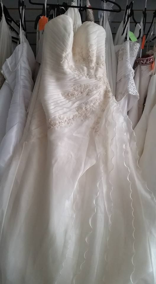 Sz 12 Ivory discounted consignment wedding dress NEW $350
