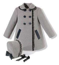 Abrigo con capota para niña en paño gris combinado con terciopelo