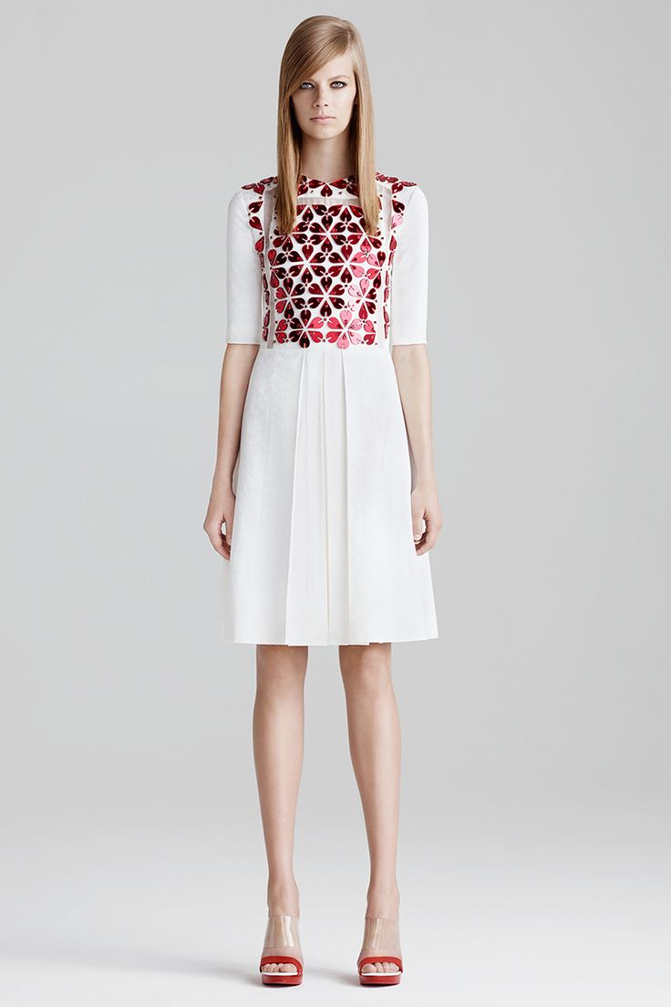 Alexander McQueen Resort 2015 - Review - Vogue | White and flowers pattern