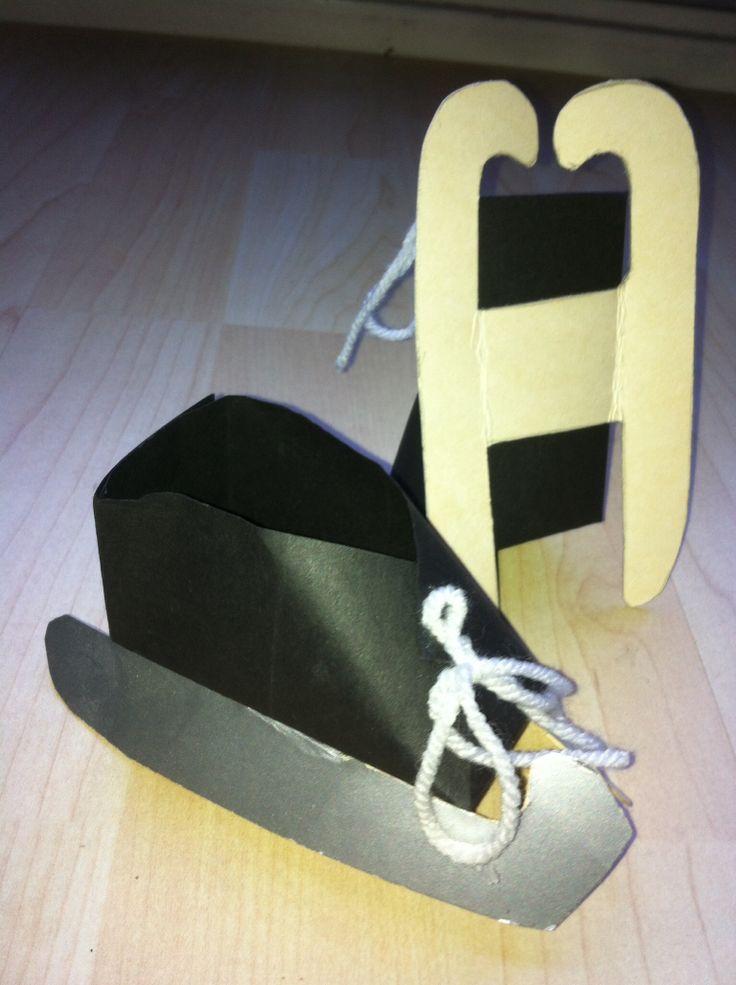 Schaatsen 16 vierkantjes schoentjes vouwen. IJzers van zilverkarton. Veter van woldraad. @mijnhartje45 Kleuterleerkracht.