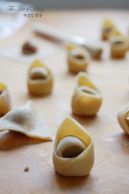 How to make tortellini: Jeez, if I had the time to do this!!