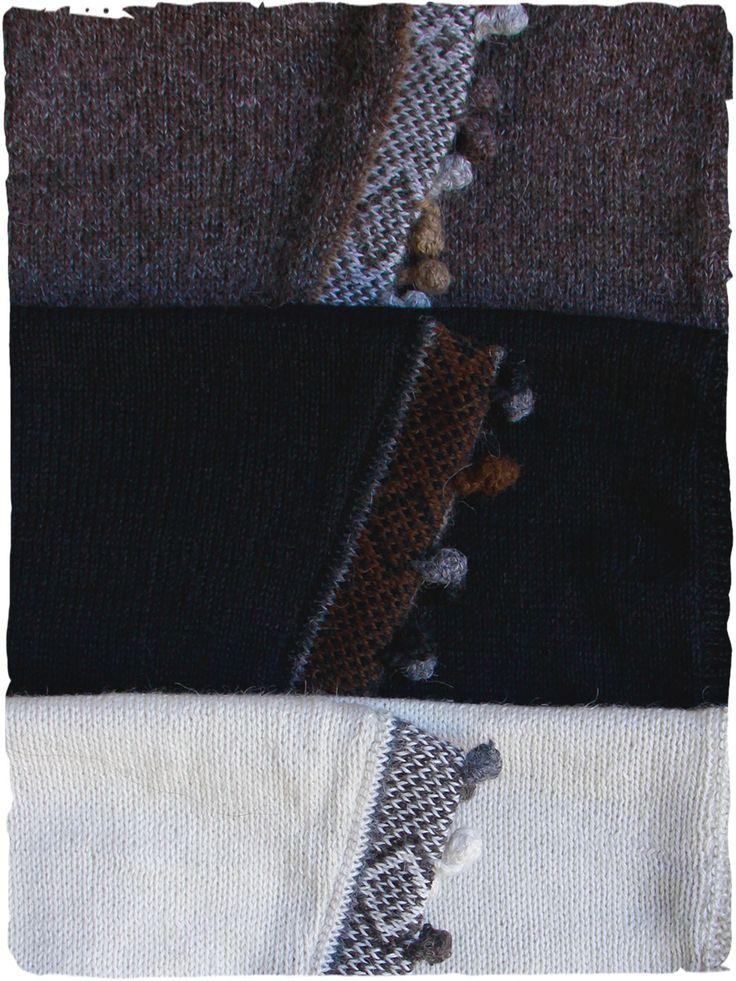 Keffia alpaca scarf #color tonality bullets #fringed #triangularscarf #scarf #sciarpa #scarfalpaca #scarfwool #winterscarf #black #nero #noir #brown #marrone #marron #withe #bianco #blanc
