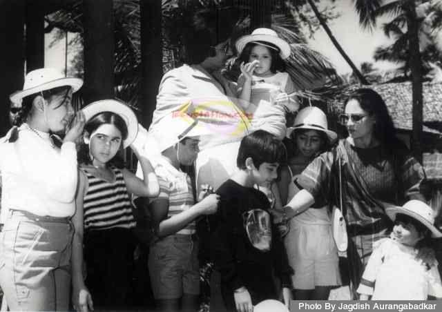 rare photo - Bachchans and Kapoors