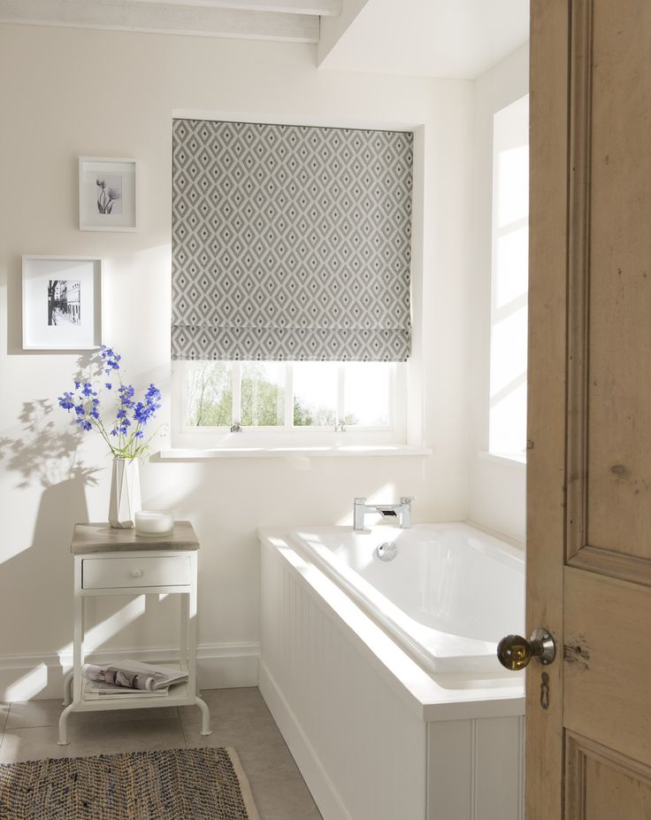 Gorgeous bright bathroom. Love the pattern on the blind.