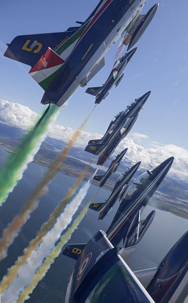 Aeronautica Militaire Aermacchi MB-339-A/PAN aircraft of the 313° Gruppo Addestramento Acrobatico, better known as the Frecce Tricolori. (Photo: Aeronautica Militaire)