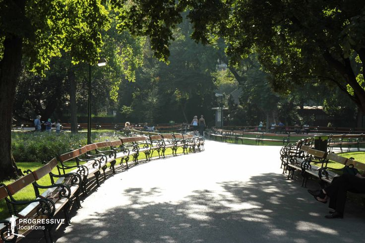 Locations in Austria: Benches, Rathausplatz