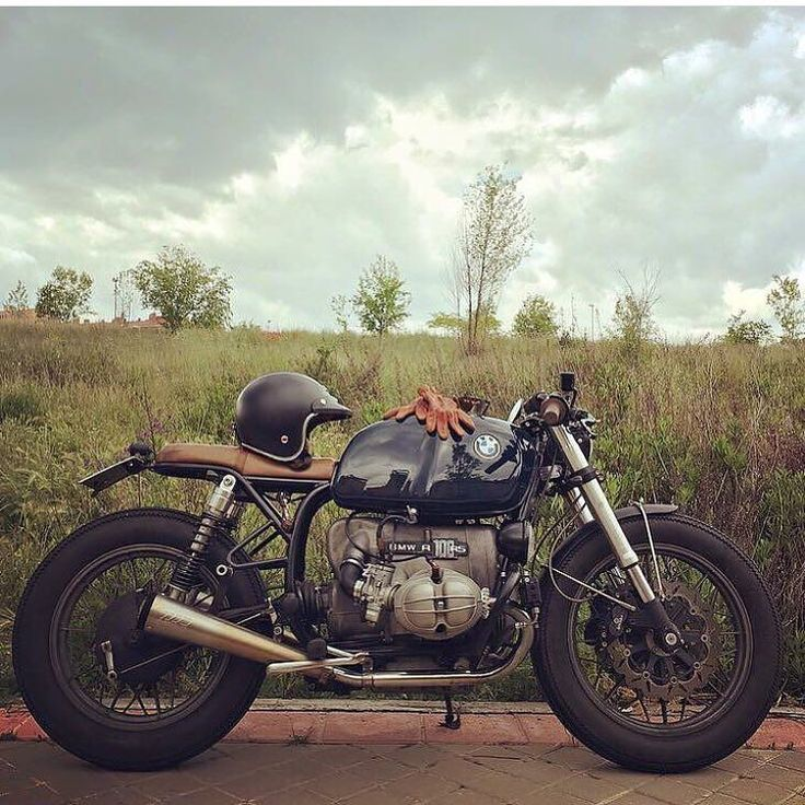 """oldschoolbikes: """" overboldmotorco: """" @caferacerdreams R100 via @beemer_brothers by elegant_apparatus http://ift.tt/20QUK0W """" www.oldschoolbikes.tumblr.com """""""