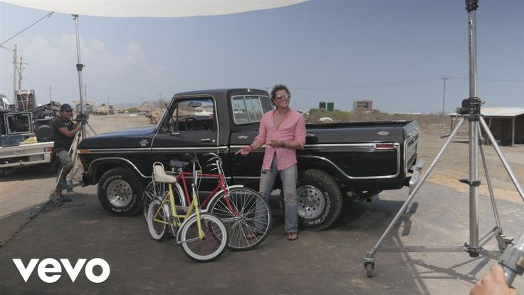 http://www.atvnetworks.com/index.html Carlos Vives, Shakira - La Bicicleta - Behind the Scenes