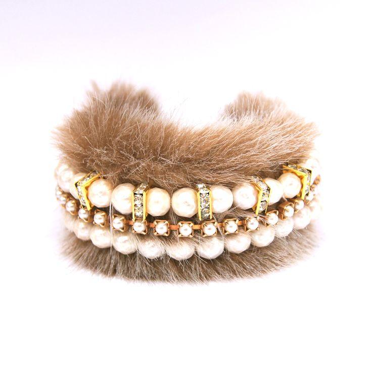 Faux fur cuff bracelet. ファーブレスレット。淡水パール #ニューヨーク #ハンドメイド #ジュエリー #毛皮 #ファー #アクセサリー