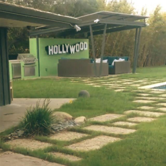 Miley-Cyrus-bizarre-House-studio-city-california-bizarre-backyard Miley-Cyrus-bizarre-House-studio-city-california-bizarre-backyard