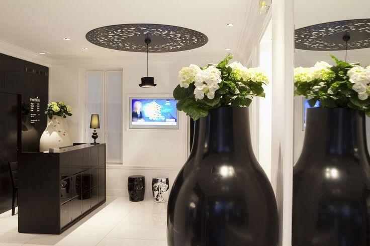 First Hotel Paris (Maranatha Hotels) - Réception _ Reception desk