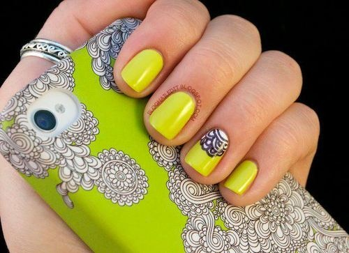 I want the cell cover AND nails to match <3 cute!
