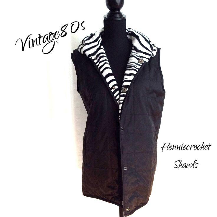 Blij om mijn nieuwste toevoeging aan mijn #etsy shop te kunnen delen: Bodywarmer, dames gilet, vintage body vest, 80s bodywarmer, reversible, twee kanten draagbaar en drukknopen, zwart en zebraprint,