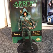"DC Comics Arrow TV Season 1 Statue Paperweight by Icon Heroes.  Standing an impressive 8.6"" tall, and made of high-quality resin, this highly detailed and expertly painted Arrow statue paperweight features an incredible likeness of actor Stephen Amell as Oliver Queen's Arrow!  Details: Manufacturer: Icon Heroes Size: 1/8 scale (8.6"" tall) Material: Resin"