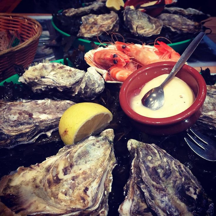 Best oyster in Paris - a short break between the #fashionshow #oysters #finesdeclaires #loveit #seafood #citron #lecumesainthonore #trixigronau #myhomecouture #fashion #like4like #instamood #food #style #cool #iloveparis #paris #20likes #followme #good