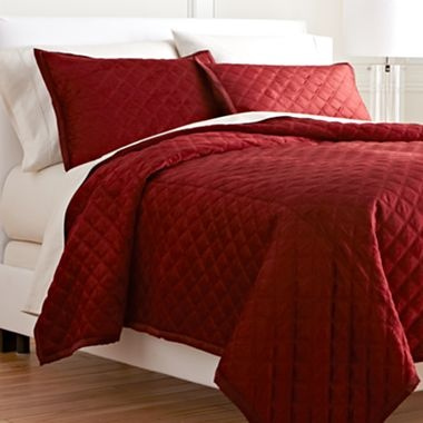 17 best images about red master bedroom redecorating ideas on pinterest red bedding feature Master bedroom with red bedding