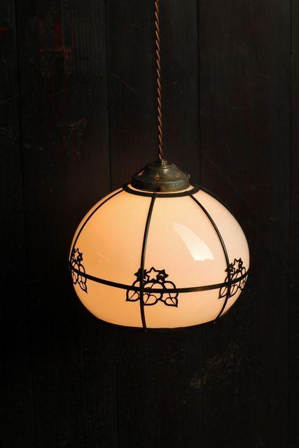 大きな銅桐紋の照明 A1190