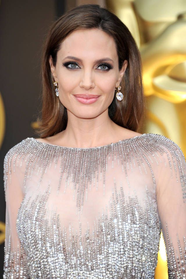 From dark lips to polished waves, here's our pick of the ten best Oscars makeup looks.