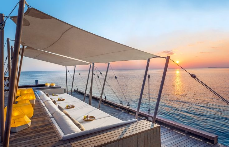Sip Lounge. W Retreat & Spa Maldives. © Starwood Hotels & Resorts Worldwide