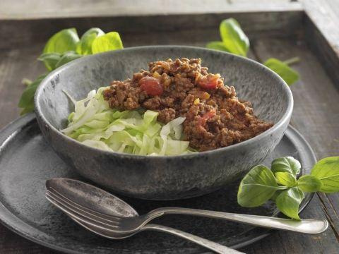 Dejligt mættende ret af hvidkål med kødsauce krydret med paprika og oregano. Retten er beregnet som aftensmad til Dukan Kurens fase 2, vekselfasen.