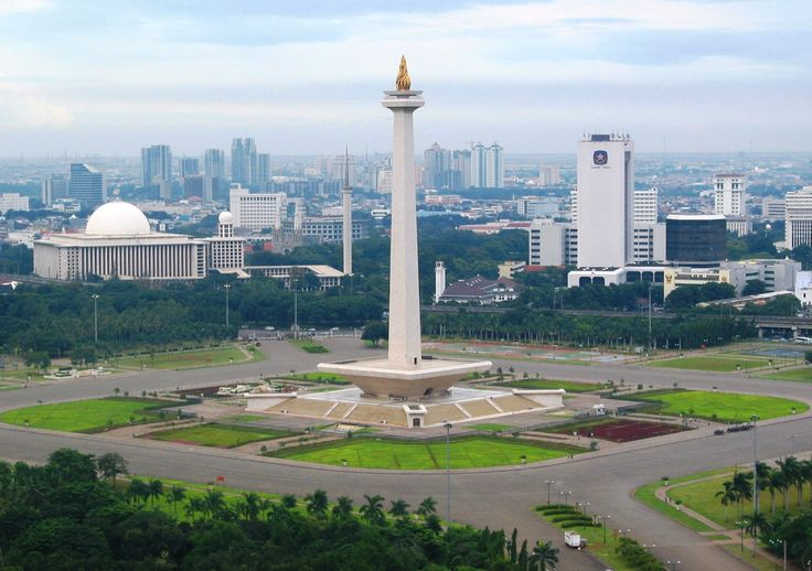 "Merdeka Square, Jakarta with the ""National Monument"" in its centre. 2nd largest city square worldwide. Astrogeo position: in the constellation of the conservative, traditionalistic earth sign Capricorn indicator for government institutions and public control over places together with the emotional water sign Cancer the sign of feeling at home. Valid for field level 3."