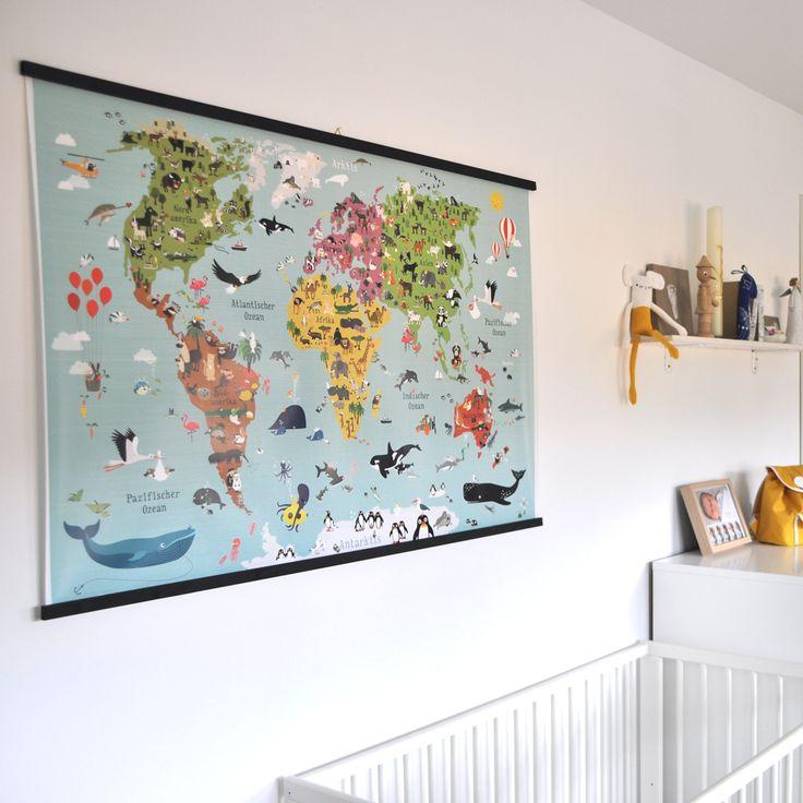 Eine Weltkarte für's Kinderzimmer mit selbst gemachter Aufhängung im Stil der alten Schulweltkarten von früher - nur moderner.