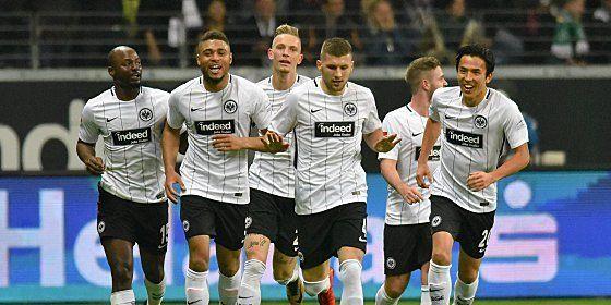 Seit fünf Spielen ungeschlagen: Die Spieler von Eintracht Frankfurt.