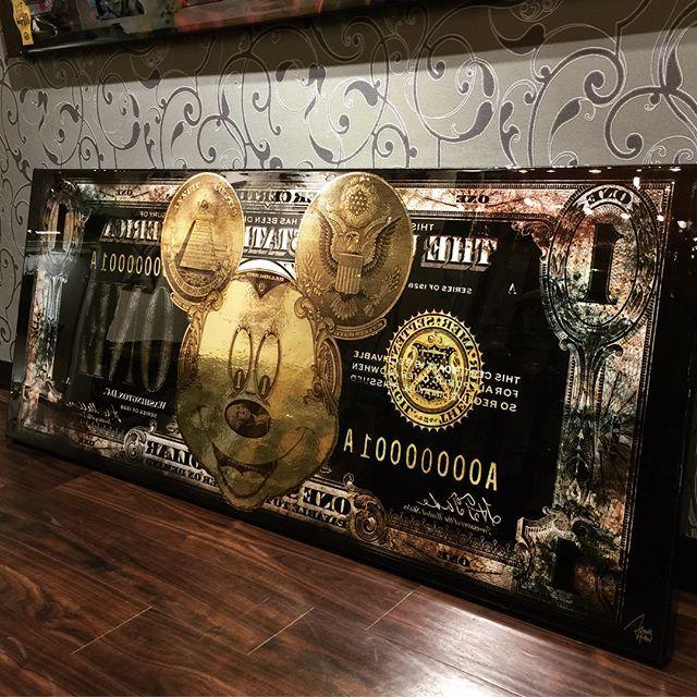 ミッキーアートが入荷致しました。  世界限定12枚、日本には一枚のみの入荷になります。  ・  サイズ:170×70センチ  アーティスト:James Chiew  エディション:12pieces  ・  #mickey #mickeyart #mickeymoney #moneyart #edition12 #ミッキーアート #ミッキー #一点のみ #希少 #richlife #rich #instagood  #lifeaccent #ライフアクセント #gallerylifeaccent #ギャラリーライフアクセント #青山 #表参道 #骨董通り #cobraart  #photoart #fashion #luxury #beautiful #cool #luxuryinterior #interior #popart #上質 #lifestyle