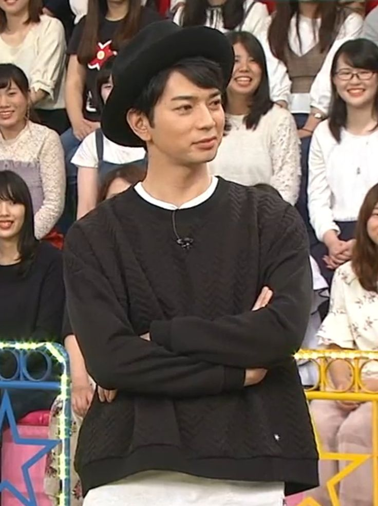 """#IDtheLook #松本潤 on #VS嵐 20171109 wearing a quilted jacquard sweatshirt by GDC https://t.co/bUej1DkKQV"""