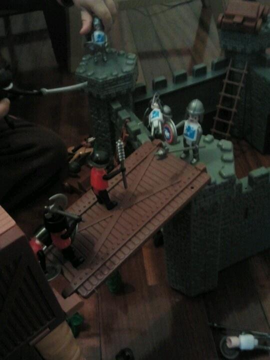 Jugando con  José y su castillo 2