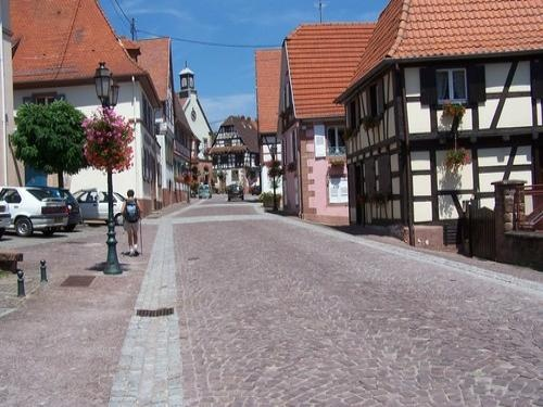 Oberbronn: Rue Principale de Oberbronn - France-Voyage.com