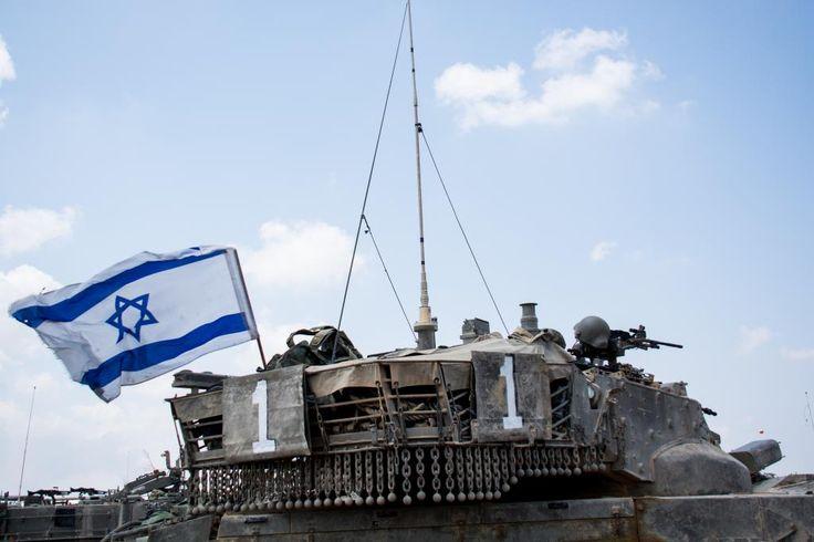 Foto: As Forças de Defesa de Israel Disparos de tanques israelenses na Faixa de Gaza