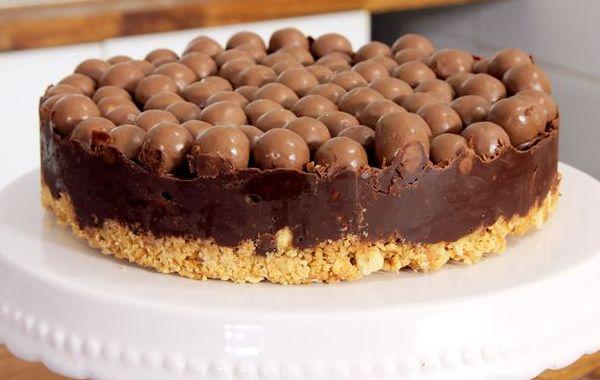 Σοκολατένια+τούρτα+ψυγείου+με+μπισκότα+και+Maltesers+(Video)