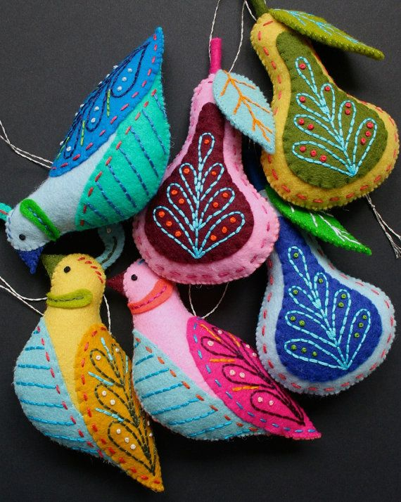 Make beautiful handmade Christmas tree ornaments from felt. Based on the 12 Days of Christmas song. Love the swans. And the geese. I think I have to make them all.