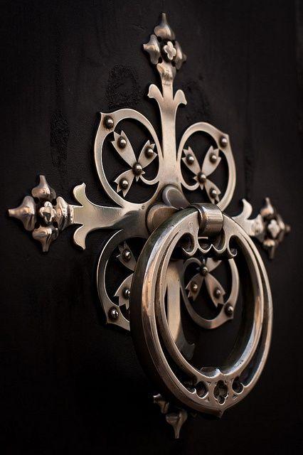 ccchicpotpourri: (via Doors, buildings and such) ~ cool door knocker!
